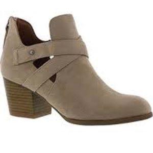 🆕Indigo Rd. Sashea Chunky Heel Taupe Ankle Boot